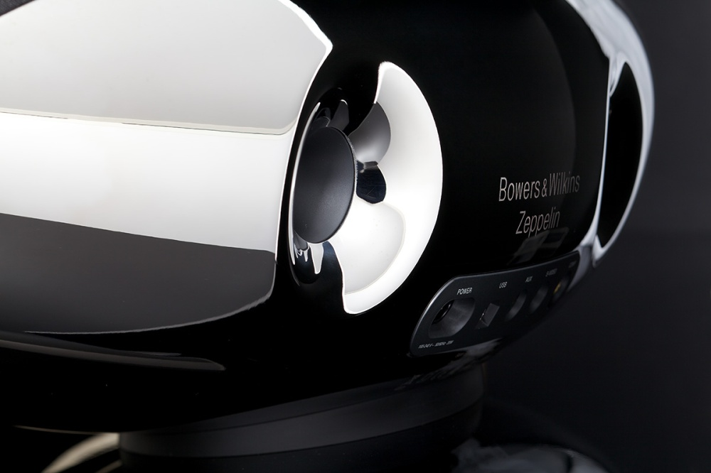Zeppelin Bowers & Wilkins 01